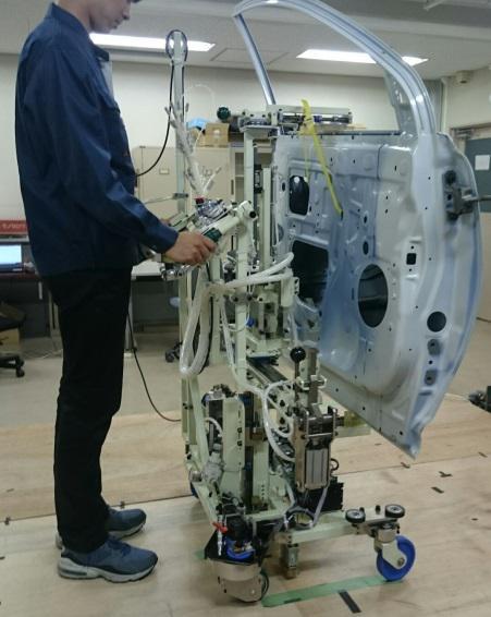 生産ラインの高効率化を実現する人協働・自律搬送システムの開発と運用